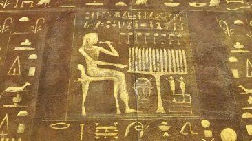 Avec les hiéroglyphes, les égyptiens ont permis de transmettre l'information durant des millénaires